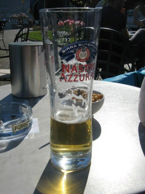 Menaggio Strandpromenade, die Halbe Bier 7,5 €
