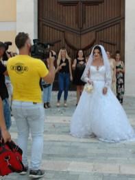 Braut vor der Katholischen Kirche in Shkodra