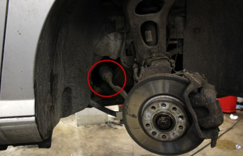 JUSTERES HER: På mange biler sitter justeringsskruen for hjulstilling enkelt tilgjengelig.