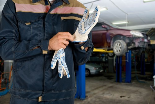 Reparerer bobiler og biler svart for tre milliarder i året