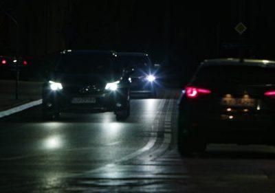 IKKE GODKJENT: En betydelig andel av den norske bilparken har feil ved lysene når de kommer til EU-kontroll, viser nye tall. (Foto: Colourbox)
