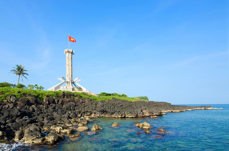 lighthouse con co island quang tri