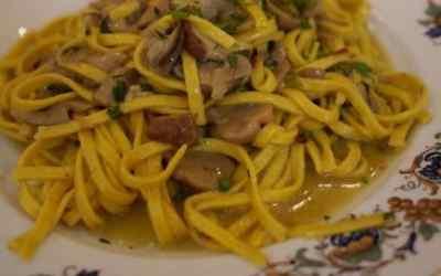 PIEMONTE: Tajarin ai funghi porcini