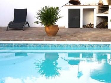 casa rural en Cómpeta- vista de la piscina