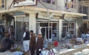 Posto policial em Pul-e Alam, próximo a Cabul, capital do Afeganistão, ficou totalmente destruído após um atentado a bomba ocorrido nesta quinta-feira (06/08). – Foto: Sabawoon Amarkhil/AFP