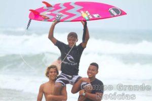 Surfista Ihgor Santana – Foto: Silvia Winik