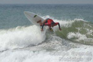 Surfista Júlia Santos – Foto: Silvia Winik