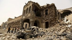 Prédio histórico em Sanaa, capital do Iêmen, é destruído em bombardeio aéreo feito pela Força Aérea Saudita – Foto: Divulgação