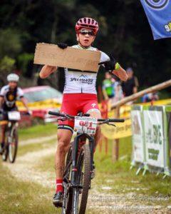 Raiza faz homenagem a Claudio Clarindo (Divulgação / Esporte na Foto)