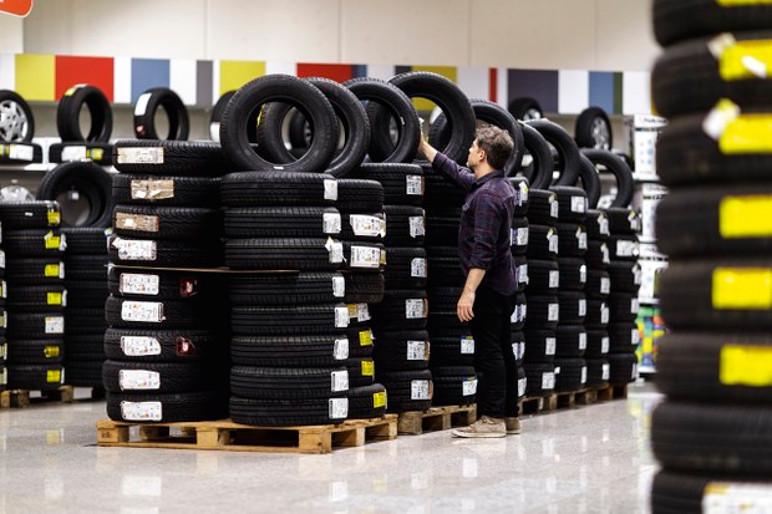 O único dado que a etiqueta não informa, é a validade do pneu (Foto: Christian Castanho)