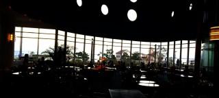 【喫茶】これは朝食を食べたレストランの横にある喫茶ですが、よく計算された景色になっています。