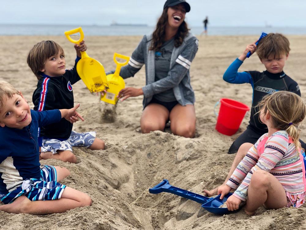 kids-beach-camp-manhattan-beach-ca-playing in the sand