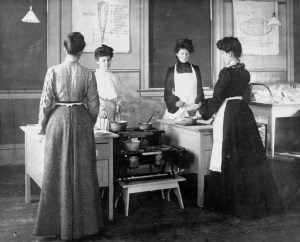Women cooking class at school of human ecology 1890-1899 - Image courtesy of MSU Archives & Historical Collections