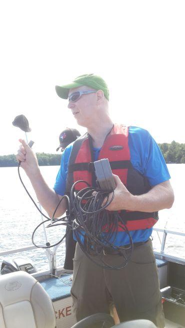 Fig.1 Brian is teaching us how to use DO meter Brian教授正向我们展示测溶解氧的仪器