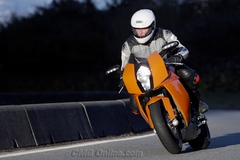 ktm_rc8_ride_front2_km.jpg