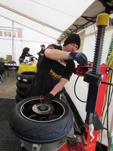 pirelli_tire_change2.jpg