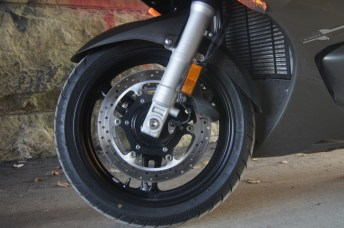 The bike has dual-disc brakes up front, with four-piston calipers.