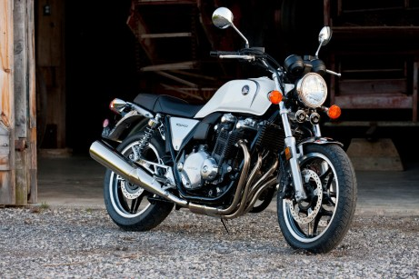 Honda did a great job on the design of these exhaust headers, and the headers on the CB500, although they'll never match the classic four-cylinder CB400.