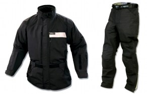 Warren is using the Darien Light jacket and pants from Aerostich this summer.