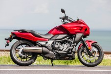 The short windscreen and fairing on the CTX700T command a higher price, but don't block the elements as well as you'd hope.