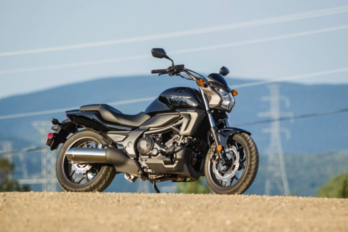 The CTX700 series brings back memories of the late 1970s and early 1980s, when the Japanese based cruisers, sportbikes and standards around the same platform.