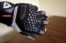 The rubberized knuckle protectors are very comfortable. I didn't have a chance to crash test them, though. Photo: Zac Kurylyk