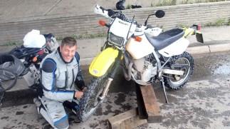 Editor 'Arris fixes Zac's front tire under a New Glasgow overpass. Photo: Zac Kurylyk