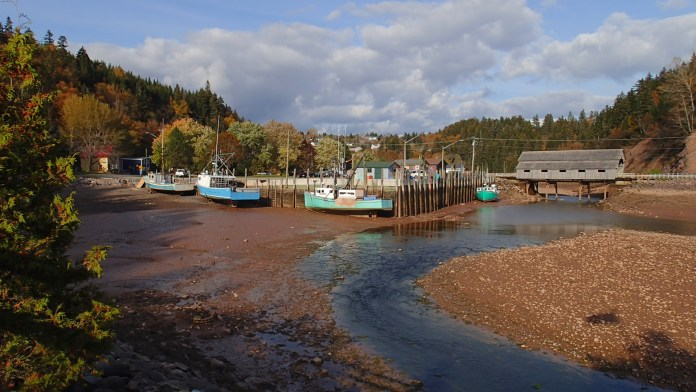 The rather charming town of St Martins is right on the bay of Fundy and the route of the FDSR.