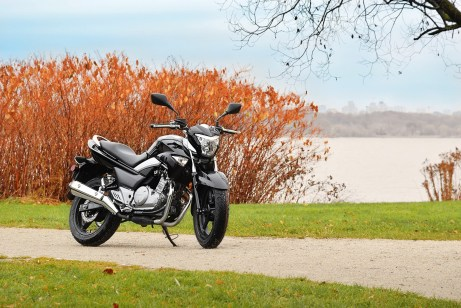 The GW250 is a starter bike that can also be useful to non-beginners, who just want a cheap runabout.