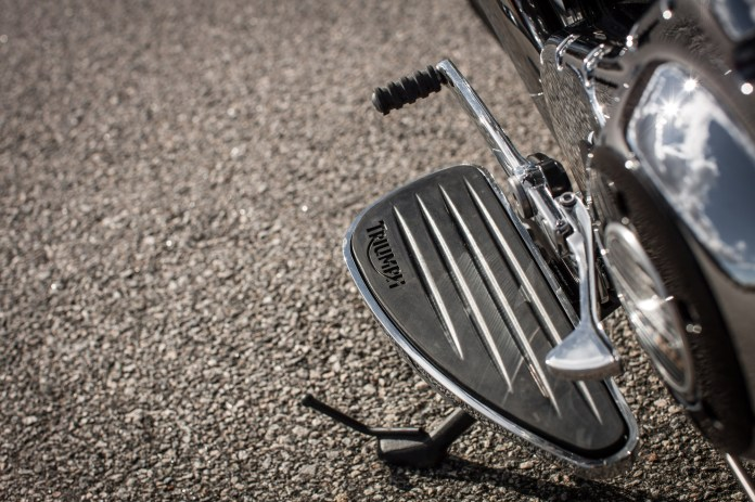 It's mucho easy to scrape the floorboards in even moderate turns, but replaceable inserts mean you won't wear them out.
