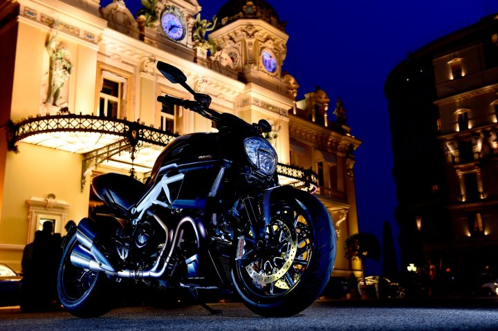 If you want a flashy power cruiser that doesn't give up all its handling in exchange for looks, the Diavel fills the bill.