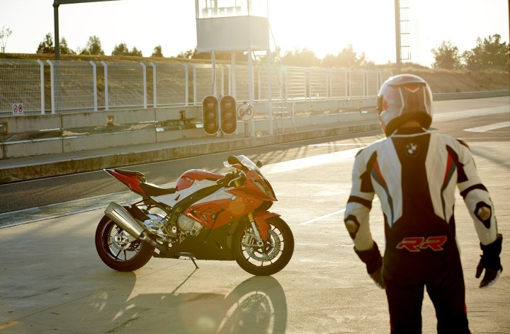 BMW unveils updated S1000 RR at Intermot