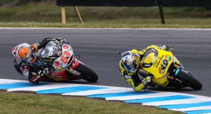 Rabat and Vinales battle it out in Moto2 action.