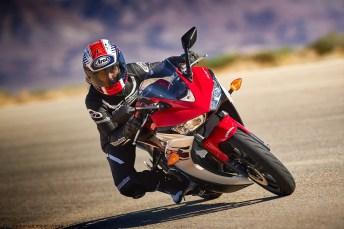 Yamaha_2015_R3-ride2