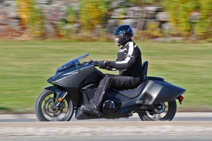 2015_Honda_NM4_ride_lhs