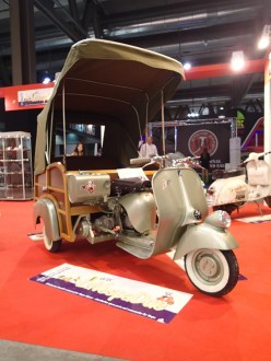 Vespa trike conversion! Why don't they make all trikes this useful?