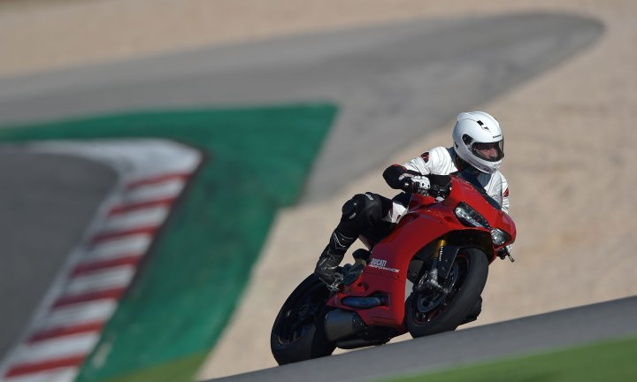 15-Ducati-1299PanigaleS_track_rightfront2
