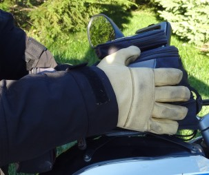 The jacket can be worn either over or under your gloves.
