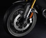 15_FJ09_front-tire