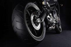 15_FJ09_rear-tire