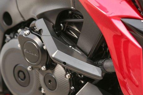 15_Suzuki_GSXS1000_access-slider