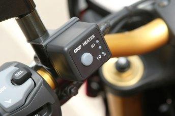 15_Suzuki_GSXS1000_access_heated