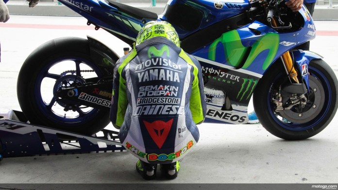 "Valentino Rossi, ""The Doctor"" in one of his many pre-race rituals. (Photo : MotoGP.com)"