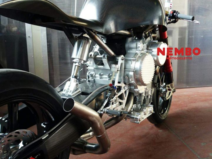 Nembo Motociclette 32 features a completely bespoke, inverted triple, air suspention and some other engineering novelties.