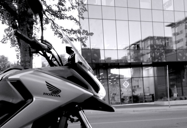 Comfortably at home next to steel and glass, the NC750X can flex it's adventure styling muscles at urbanites in yoga wear.
