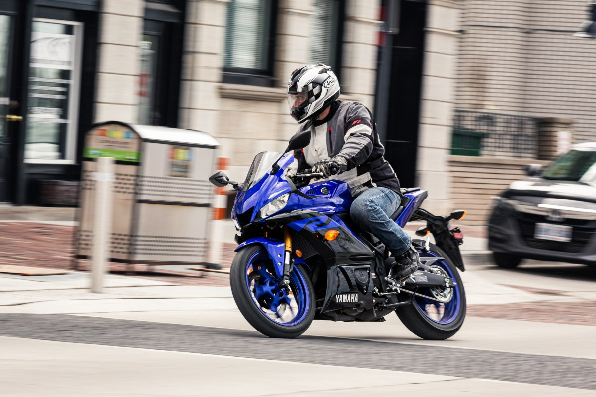 Test Ride: 2019 Yamaha R3, on road and track