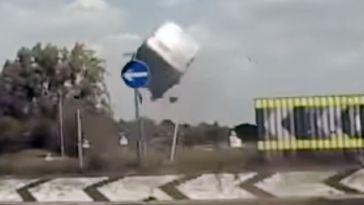 l'excès de vitesse provoque une lancement d'un van 5 mètre dans le ciel
