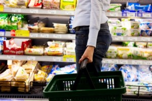 Do you spend more or less when grocery shopping alone? : The grocery game challenge #3 July 14-20, 2014