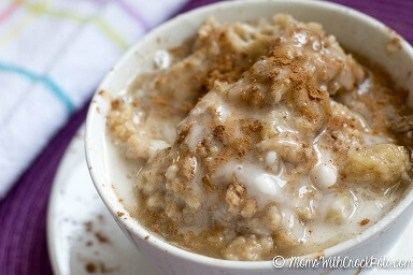 crockpot-cinnamon-roll-oatmeal-6-768x512