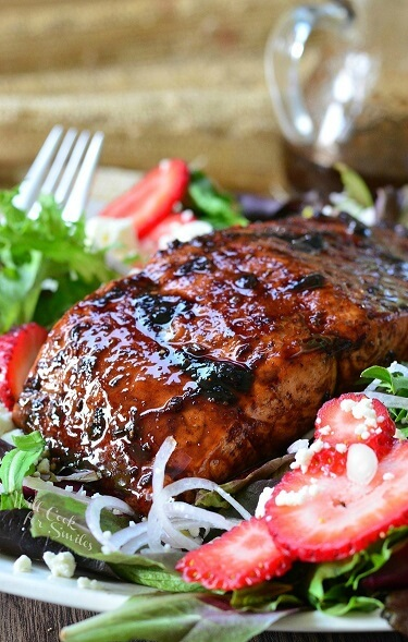 Strawberry-Balsamic-Glazed-Salmon-Salad